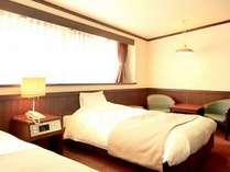 ◆【洋室一例】じゅうたん敷きの洋室のお部屋です。落ち着いた雰囲気の洋室は、嬉しいセミダブル!