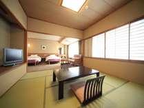 ■和洋室/ツインベッドのお部屋と畳のお部屋がございます。(8畳+ツインベッド)