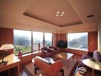 ■特別室/蔵王国際ホテルに1部屋しかない特別室は2面を窓に囲まれとても開放的