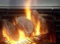 飛騨牛のローストビーフ。分厚く切ってお召し上がり頂きます。