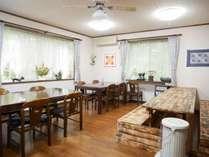 *食堂/お食事はこちらにご用意します。ママお手製のお料理をゆっくりとお楽しみください。
