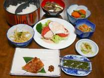 *朝食一例/ママの愛情たっぷり♪メインのおかずとサラダの他小鉢も付いておなかいっぱい!