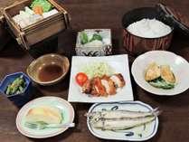 *夕食一例/お米は新潟産のコシヒカリ♪地元産食材を使ったママ特製の和洋折衷家庭料理です。