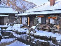 雪景色を楽しめます。標高の高さもございます。温かくしてご来館ください