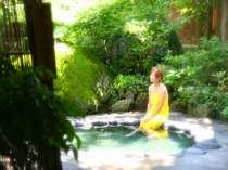 露天風呂。さわやかな風にあたりながら、温泉リラックス♪