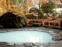 晩秋の露天風呂