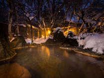 春先までお楽しみいただける雪見の岩造り源泉掛け流し露天風呂