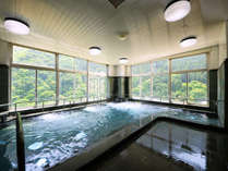 緑あふれる展望大浴場は朝風呂がおすすめ!
