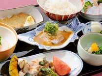 【ディナーステイ】日本料理「雲海」にて料理長自慢の鯛丼コースを♪(朝夕食付き)