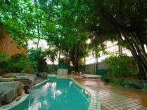 古さから懐かしい昭和の時代にタイムスリップした感じが味わえるジャングル温泉