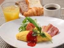 ホテル朝食の定番「オムレツ」を目の前で調理致します!