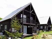 【レイクサイドヴィラ(外観)】高原リゾートの別荘気分を楽しめます。