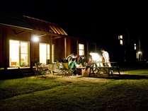レイクサイドヴィラのバーベキュープランなら夕食に庭先でのバーベキューが楽しめる。