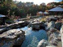 【ガーデンスパ・屋外庭園露天風呂】ご家族・グループ・カップルでお楽しみいただけます。