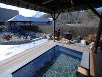 【彩光の湯・香り湯】ph9.8の高アルカリ性天然温泉は国内有数の美肌効果!