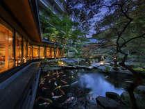 【日本庭園】四季の移ろいを豊かに演出する日本庭園です。
