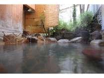 【貸切露天風呂(えりの湯)】源泉は旅館独自の源泉「喜四郎」の湯と地獄谷温泉の源泉湯をブレンド