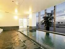 人気の展望大浴場。15:00~26:00、5:00~10:00までご利用頂けます。朝は貸切気分を味わえるかも♪