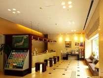 フロントロビーは24時間ご利用頂けます。もちろん出入も自由です。無料セルフコーヒーサービスあり♪