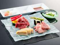 メインは長野県産牛・信州ポーク・信州ハーブ鶏を石焼で食べ比べ。たれ・薬味も数種ご用意。