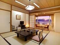 諏訪湖眺望のお部屋 夕刻の神秘的な諏訪湖の風景