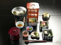 【ご朝食】水前寺菜の自家製湯豆腐は当館オリジナル。ご宿泊の皆様全員に無料でご用意致しております