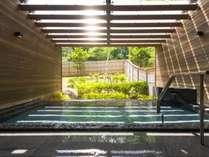 ■男性用大浴場露天風呂 グリーンシーズンひとこま