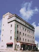 大浴場とサウナを備えたビジネスホテル