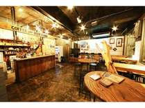 一階にはcoffee&BEER STANDがあり。美味しいコーヒーやビール、食事も楽しめます。
