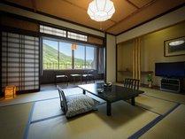 西館客室10畳(一例)全室に広縁があり、窓辺から外の景色をお楽しみいただけます。