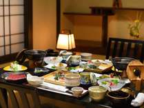 ご夕食は個室会食場でごゆっくりお過ごし下さい。