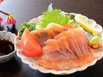 【川マスの刺身】地元・高知の食材を中心とした郷土料理をお召上がり下さい。