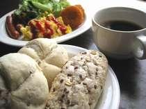 """朝食バイキングは""""和""""と""""洋""""どちらもご準備しております"""