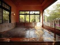 観光荘自慢の内湯。湯量豊富で4本の源泉100%掛流し