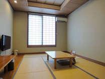 *山側に面した、和室8畳(トイレ付、バスなし)のお部屋