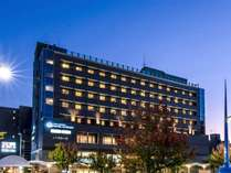 京都駅新幹線ホーム→山科方面乗り場徒歩5分程、JR乗車5分、山科駅→ホテル徒歩1分!