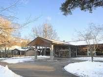 ◆冬時期は雪化粧した軽井沢をお楽しみに。(ウエストエントランス)
