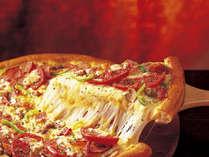 熱々の焼きたてピザをお部屋へお届け♪
