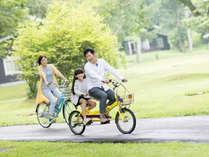 広い敷地でサイクリング