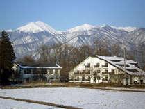 *【冬景色】雪の帽子をかぶった冬の常念岳。静かで美しい冬の安曇野。