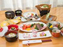 *【グレードアップお夕食一例】常のお料理に天ぷらやお肉やお魚の乗ったプレート等をつけたお料理です。,長野県,公共の宿 ビレッジ安曇野