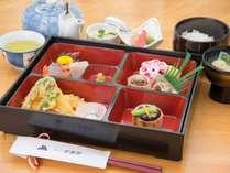 *【シニア向け・量少なめのお夕食一例】お食事は少なめが良いというシニアのお客様向けのお料理です。,長野県,公共の宿 ビレッジ安曇野