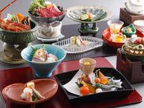 4種の鍋を分け合って食べる会席(一例)