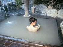 【風呂】硫黄成分などの温泉成分を豊富に含んだ天然泥パック