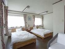 【さくら館別館洋室】1階のツインベッドの禁煙の洋室