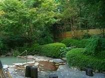 泥湯・泥パックもでき、森林浴(紅葉浴)もできる大露天風呂。