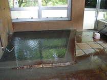【風呂】「さくら館本館」1階にある広々とした貸切風呂「えびの」。大人数でもご一緒にどうぞ