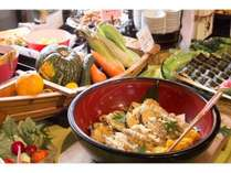 地元産の野菜をたっぷり使った料理をお楽しみください