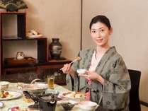 レストラン「さくら庵」にてごゆっくととお召し上がりください。