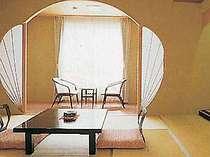 伝統と新感覚を織り交ぜ、独自の空間演出が施された客室
